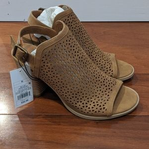 Brown heels NWT